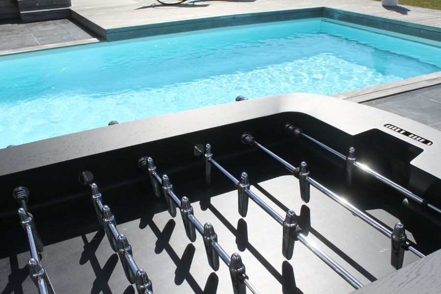 Install a table football around swimming pool - Toulet